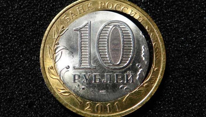 Двойная вырубка биметаллической монеты 10 рублей
