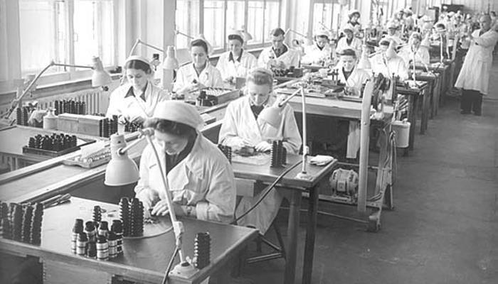 Процесс производства фотоаппаратов «Зенит» на заводе