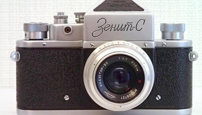 Советский фотоаппарат «Зенит-С»