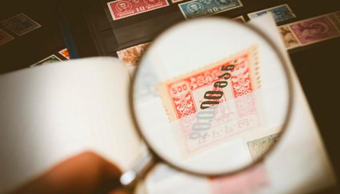 Процесс оценки почтовой марки