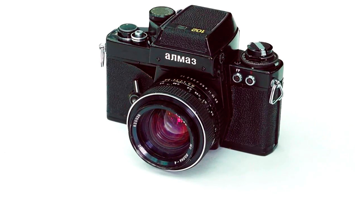Советский фотоаппарат «Алмаз-102»