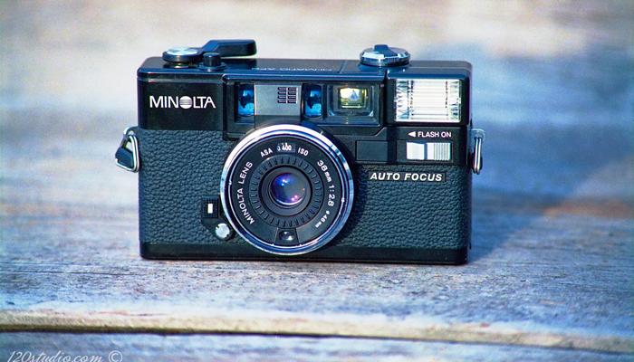 Пленочный фотоаппарат Minolta Hi Matic Af2