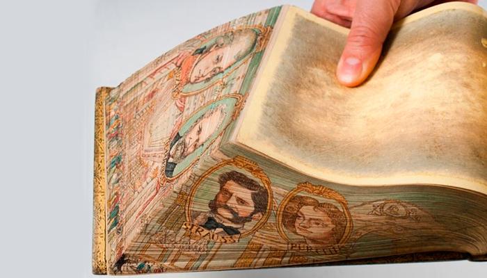 Иллюстрации на старинной книге
