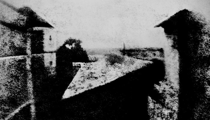 Первая фотография в мире Жозефа Ньепса «Вид из окна»