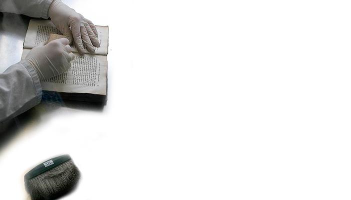 Чистка испачканных страниц на старой книге