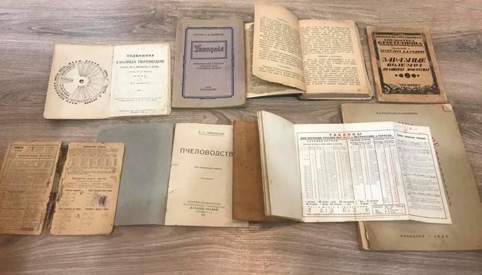 Дорогие старинные книги с приложениями
