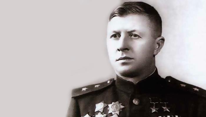 Генерал-майор Родимцев А. И, который первым получил Орден Кутузова второй степени