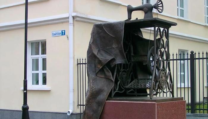 Памятник швейной машинке в Подольске