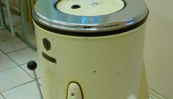 Стиральная машинка рижского электромеханического завода «ЭАЯ-2»